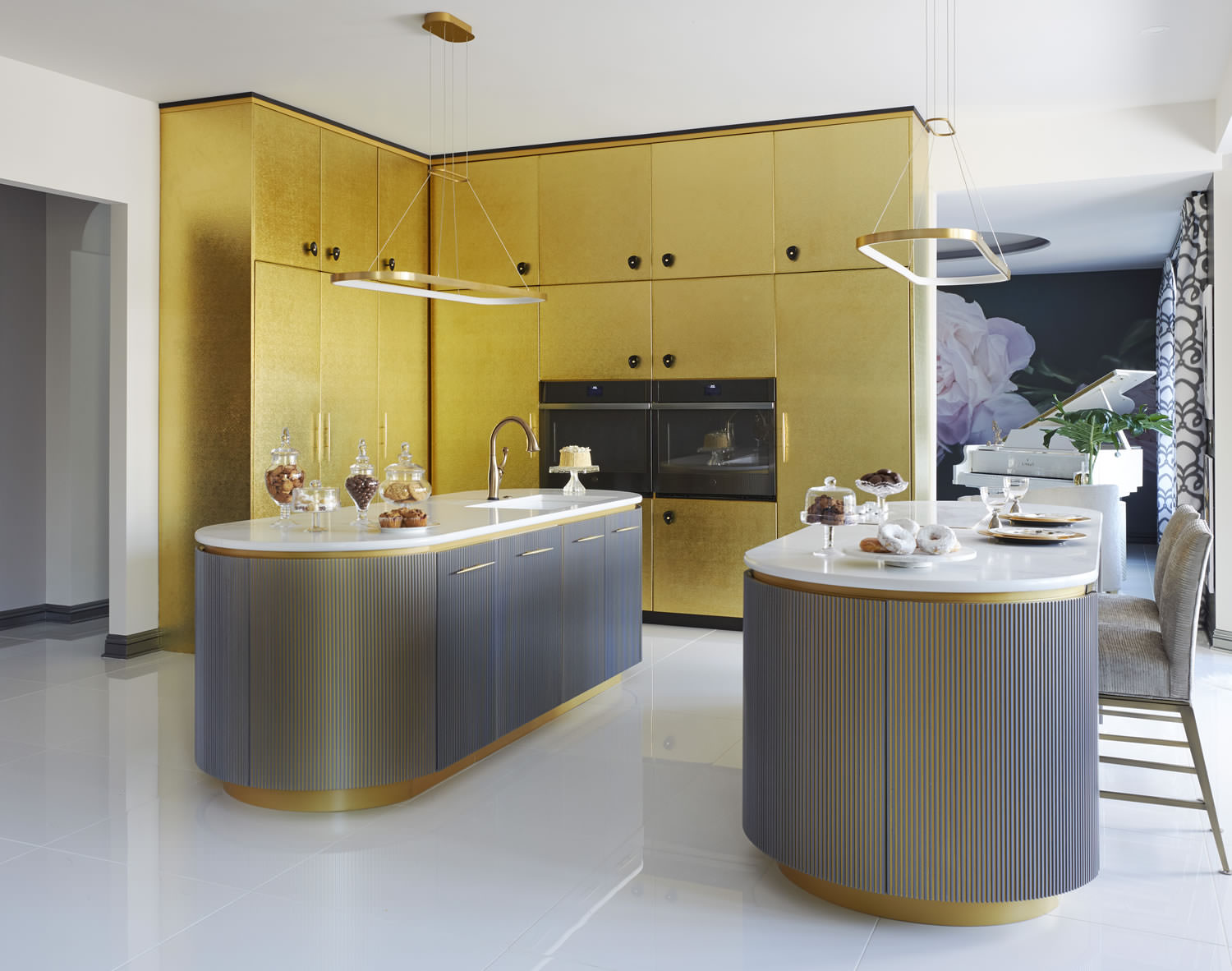 STYLISH AND FUNCTIONAL KITCHENS